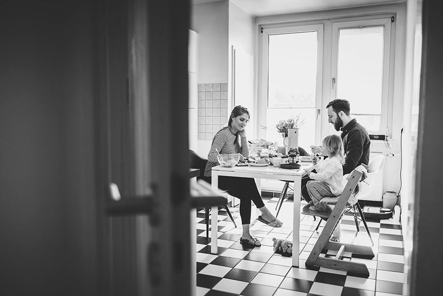 NicetohaveMag_Eltern_Familienshooting_ChiaraDoveri_Frühstück_Küche